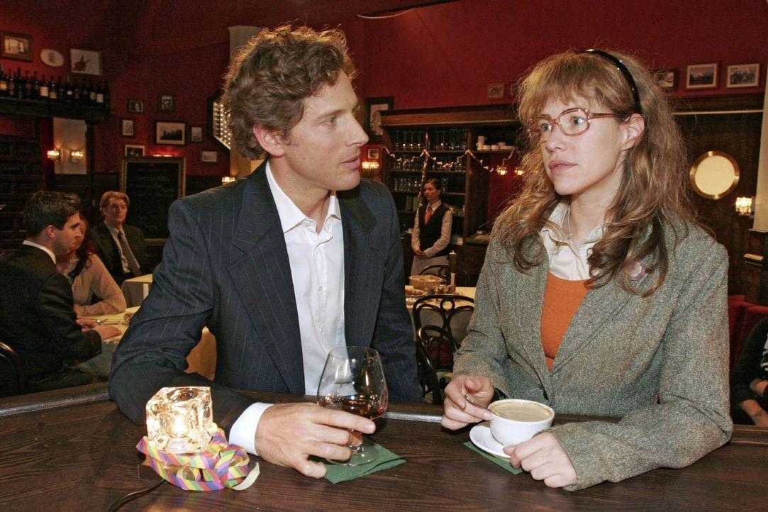Lisa (Alexandra Neldel, r.) entschuldigt sich bei Lars (Clayton M. Nemrow, l.) für ihre Vorwürfe. - (Dieses Foto von Alexandra Neldel darf nur in Zu... - Bildquelle: Noreen Flynn Sat.1