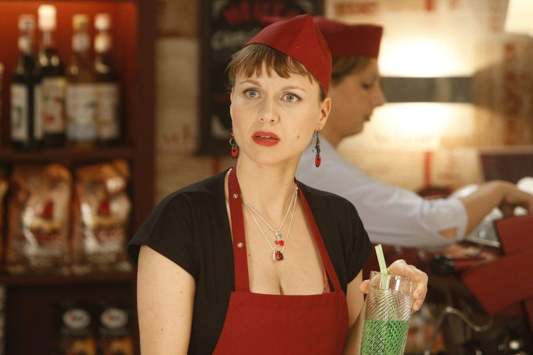 Steht ihrer Freundin Danni so gut sie kann zur Seite: Bea (Nadja Becker) ... - Bildquelle: Frank Dicks SAT.1