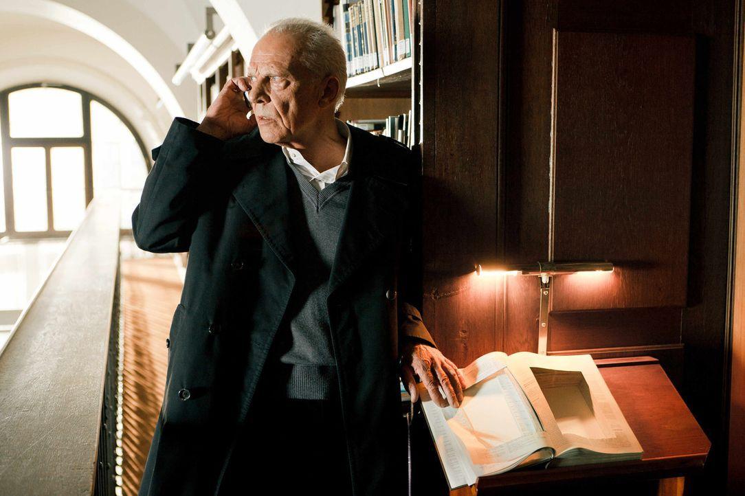 Seit Jahrhunderten hütet die Familie des alten Wehmeiers (Klaus Grünberg) ein gefährliches Buch, das Hinweise enthält, wie man den Antichristen leib... - Bildquelle: Arvid Uhlig SAT.1