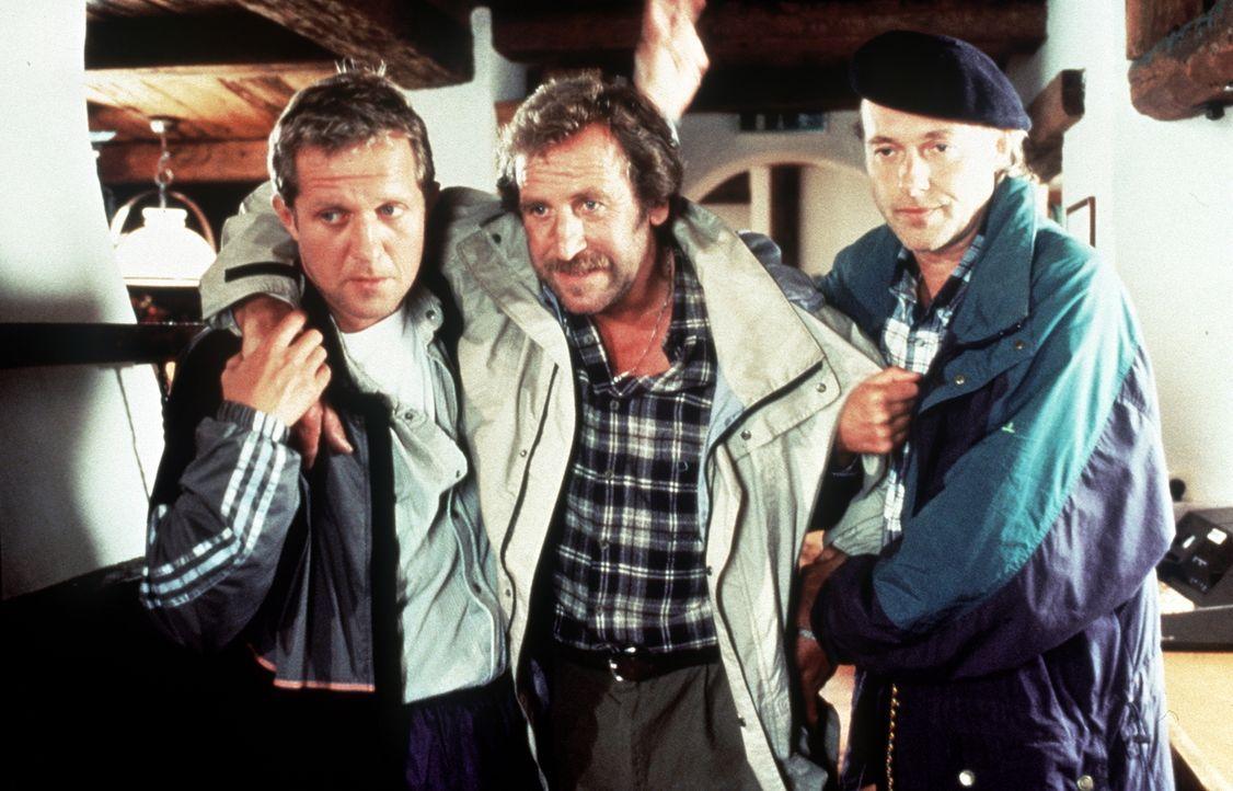 (v.l.n.r.) Dr. Justus Hallstein (Harald Krassnitzer); Luis (Hermann Giefer); Paul Reuther (Siemen Rühaak) - Bildquelle: Beta Film GmbH