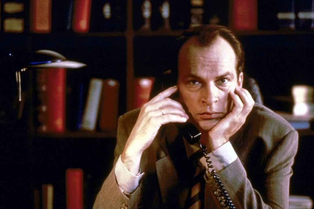 An seinem 13. Hochzeitstag unterzieht sich der erfolgreiche Anwalt Thomas Neumann (Herbert Knaup) einem Fruchtbarkeitstest. Das Ergebnis kann er kau... - Bildquelle: Rolf von der Heydt ProSieben
