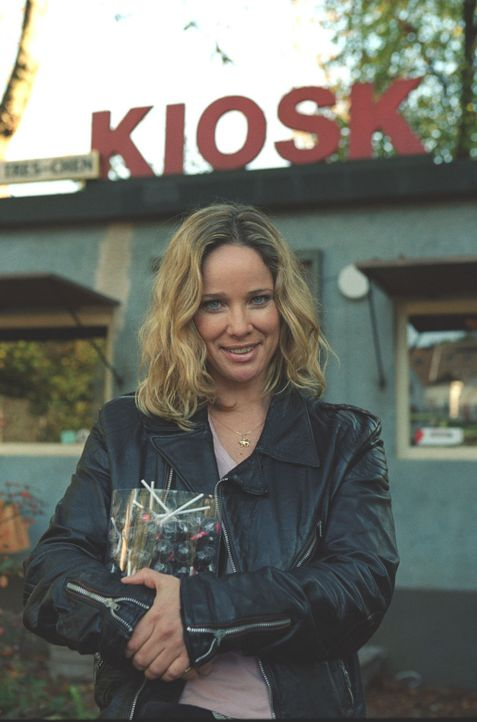Therese Kötter (Ann-Kathrin Kramer), genannt Tres-chen, betreibt seit vielen Jahren ihren Kiosk in Wuppertal. - Bildquelle: Astrid Wirth Sat.1