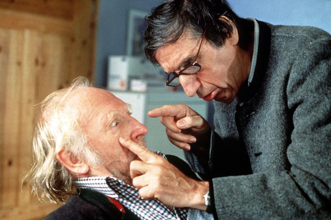 Ludwig Breinfalk (Karl Merkatz, l.); Herr Konrad (Herbert Fux, r.) - Bildquelle: Beta Film GmbH