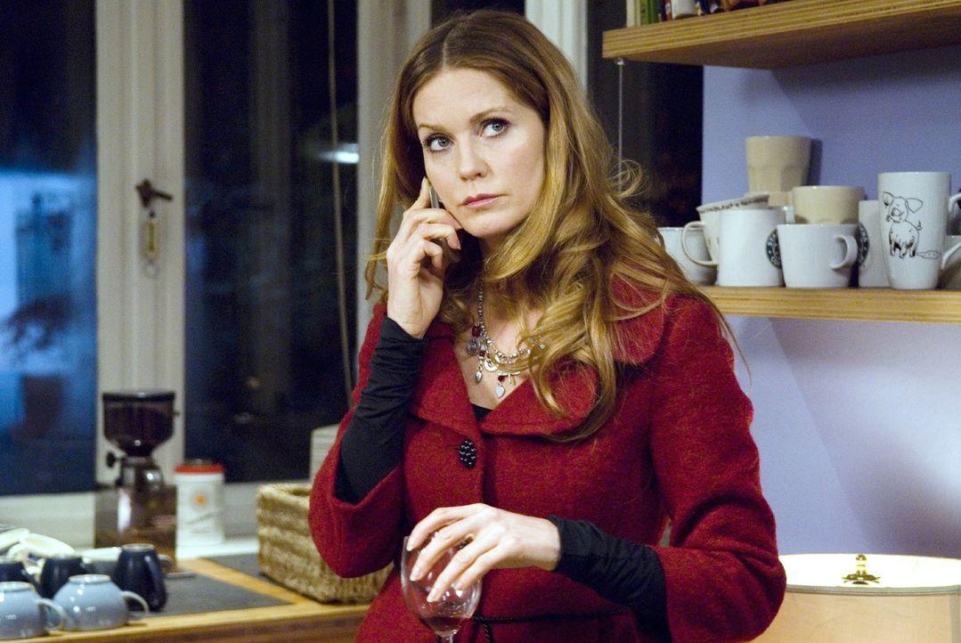 Patricia (Esther Schweins) ist darauf aus, die Firma schnell zu Geld zu machen ... - Bildquelle: Stephan Rabold Sat.1