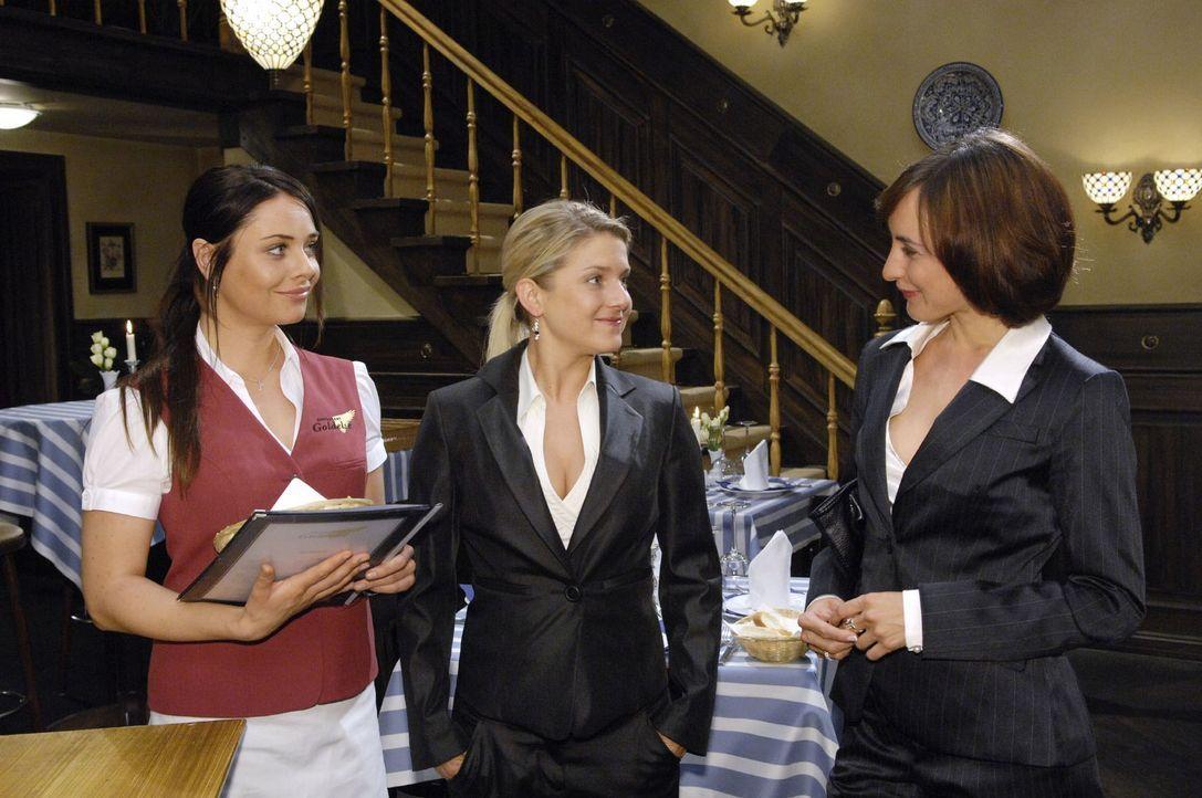 Vanessa holt Anna zu einer gemeinsamen Clubnacht ab. v.l.n.r.: Paloma (Maja Maneiro), Anna (Jeanette Biedermann), Vanessa (Maike von Bremen) - Bildquelle: Claudius Pflug Sat.1