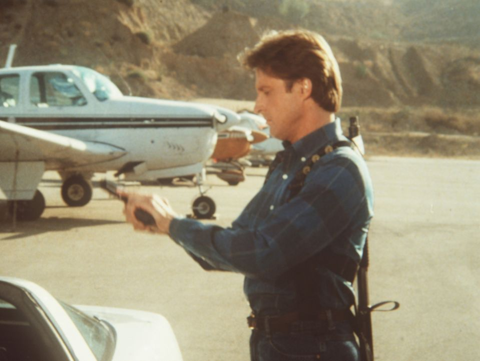 Lee (Bruce Boxleitner) löst einen Fall von Geheimdienstverrat ...
