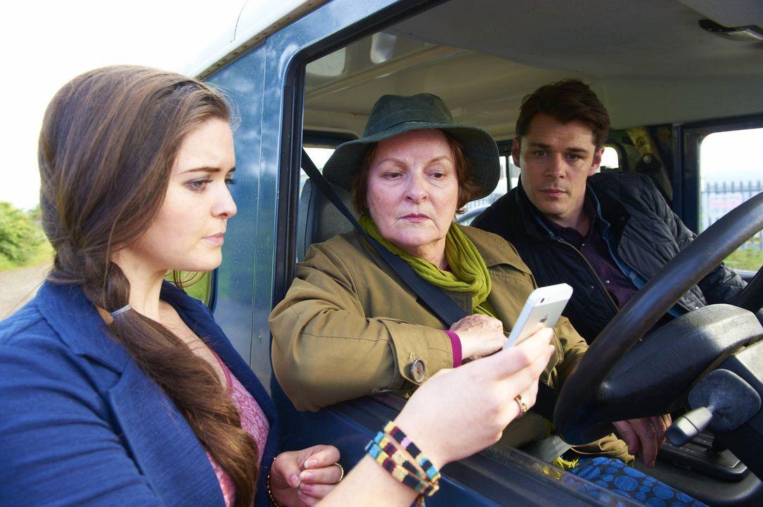 (v.l.n.r.) Claire Viner (Katherine Rose Morley); Vera Stanhope (Brenda Blethyn); Aiden Healy (Kenny Doughty) - Bildquelle: Stuart Wood ITV Studios