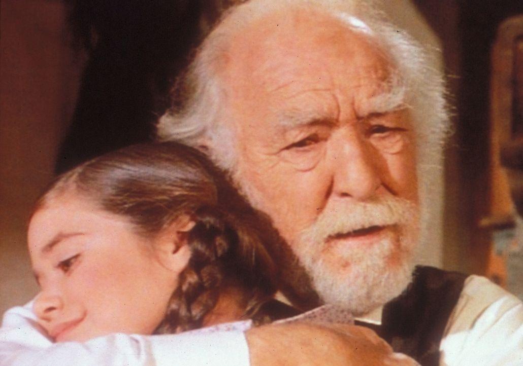 Endlich bereut Onkel Jed (E. J. André, r.) sein egoistisches Verhalten. Die kleine Cassandra (Missy Francis, l.) ist sehr froh, nicht mit ihrem Onke... - Bildquelle: Worldvision