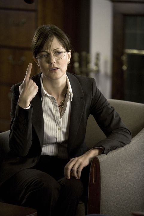 Dean Vivian Hudson (Lilly Birdsell) versucht Lilly und ihren Kollegen beim Lösen eines neuen Falles behilflich zu sein ... - Bildquelle: Warner Bros. Television
