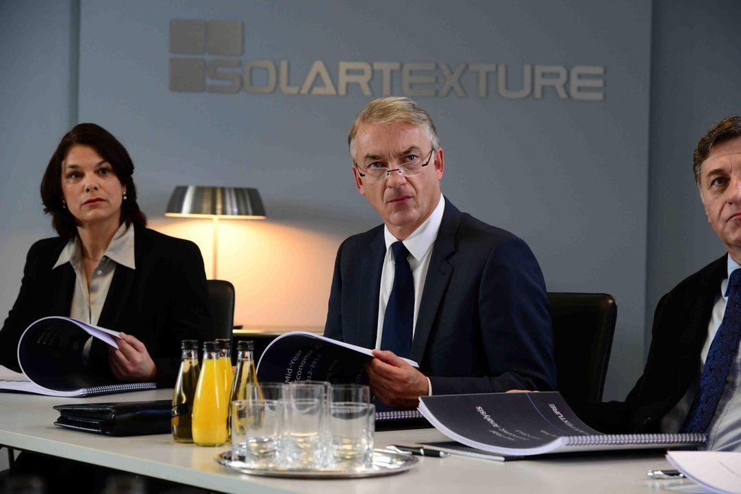Michael (Christoph M. Ohrt, M.) erlebt er sein Waterloo, als sein Chef ihm mitteilt, dass er nicht nur einen neuen Finanzchef engagiert hat, sondern... - Bildquelle: Christiane Pausch SAT.1