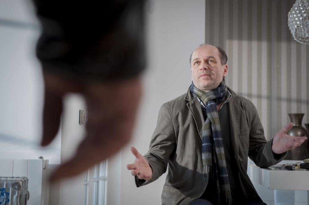 Mark Seifert (Horst-Günter Marx) beteuert seine Unschuld, aber kann man ihm Glauben schenken? - Bildquelle: Martin Rottenkolber SAT.1 / Martin Rottenkolber