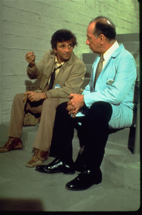 Columbo (Peter Falk, l.); Dr. Marshall Cahill (José Ferrer, r.) - Bildquelle: 1973 Universal City Studios LLLP. All Rights Reserved.