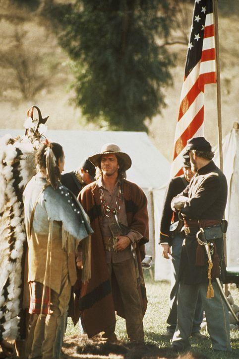 Immer wieder muss Byron Sully (Joe Lando, M.) zwischen den Cheyenne und der Armee vermitteln. Keine leichte Aufgabe ... - Bildquelle: CBS Studios Inc. All Rights Reserved.
