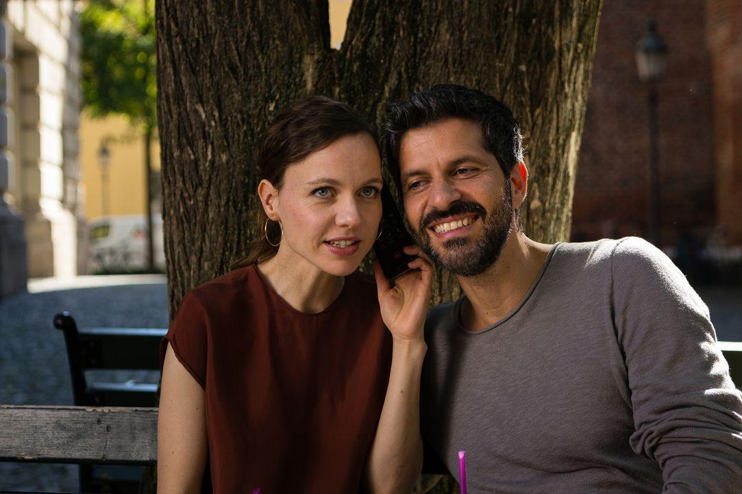 Wagt sich nicht einzugestehen, dass in ihrer Ehe die Luft raus ist und sie sich längst wieder in Ben (Pasquale Aleardi, r.) verliebt hat: Standesbea... - Bildquelle: Arvid Uhlig SAT.1