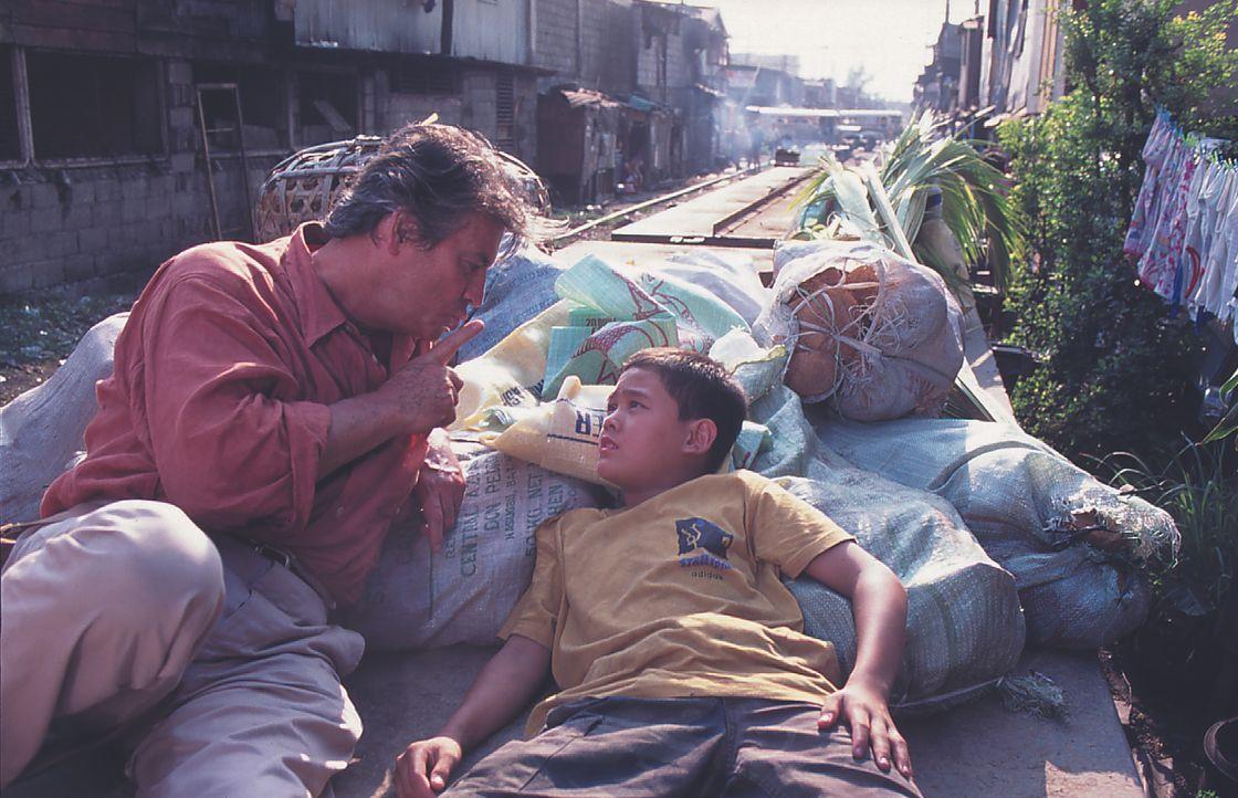 Jean-Claude Valentine (Pierre Brice, l.); Ben (Harold Macasero, r.) - Bildquelle: Lisa Film