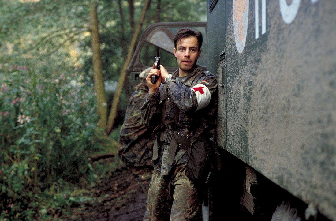Im krisengeschüttelten Ex-Jugoslawien erschießt der Unteroffizier Matthis (Felix Eitner), Mitglied der deutschen SFOR Truppen, scheinbar völlig unve... - Bildquelle: Jiri Hanzl ProSieben