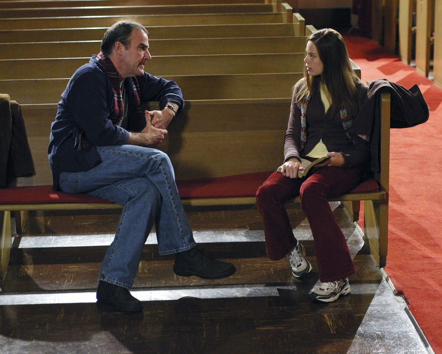 Jason Gideon (Mandy Patinkin, l.) erhofft sich von Brandy (Shanna Collins, r.) Informationen über Cherish und Adam zu bekommen ... - Bildquelle: 2005 CBS BROADCASTING INC. All Rights Reserved.