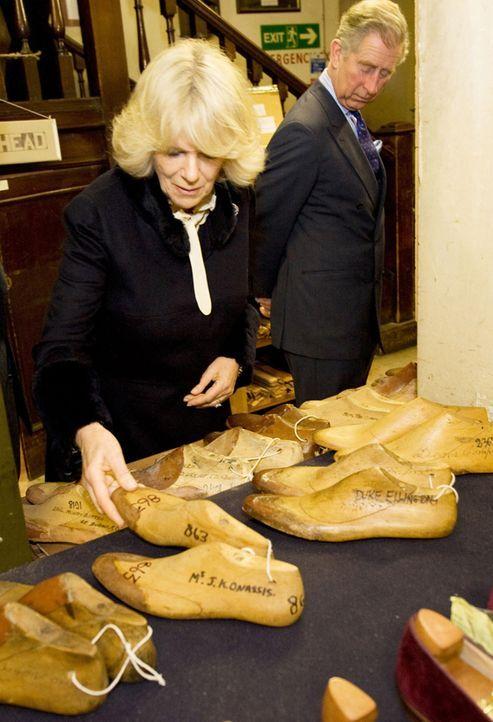 Im Auftrag der Queen unterwegs: Prince Charles (r.) und Duchess Camilla (l.) ... - Bildquelle: LIKE A SHOT ENTERTAINMENT LTD