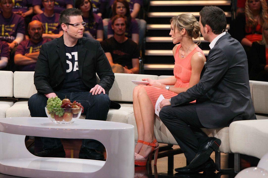 """Christine Theiss, M. und Matthias Killing, r. mit Enrico (l.), dem Gewinner der ersten """"Biggest Loser""""-Staffel ... - Bildquelle: Frank Hempel SAT.1"""
