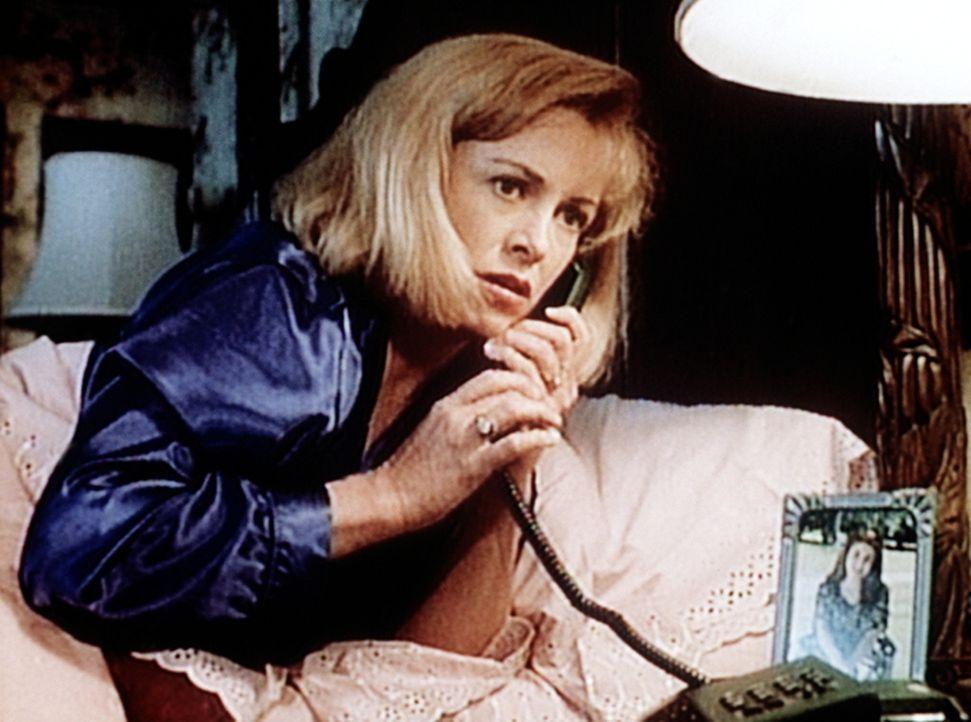 Lauren Ridgeway (Catherine Hicks), die ihren Mann ermordet hat, legt eine falsche Spur. - Bildquelle: Viacom