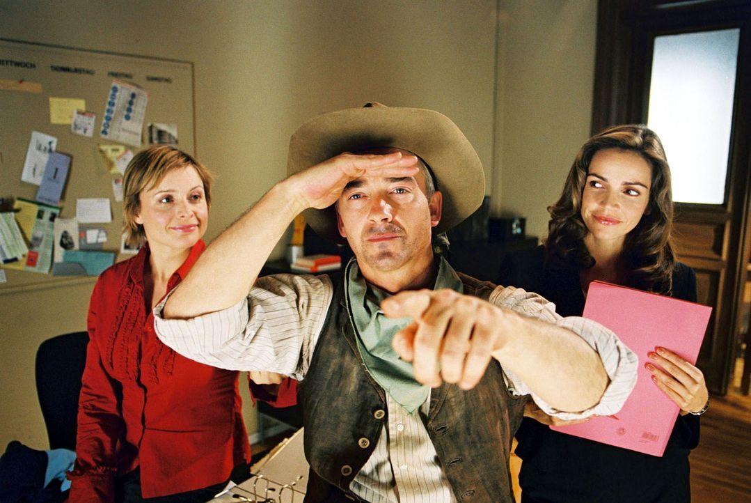 Felix (Christoph M. Ohrt, M.) ist ein wahrer Countryfan und er vergöttert Johnny Cash. Sandra (Rebecca Immanuel, r.) und Biene (Isabel Tuengerthal,... - Bildquelle: Hardy Spitz Sat.1