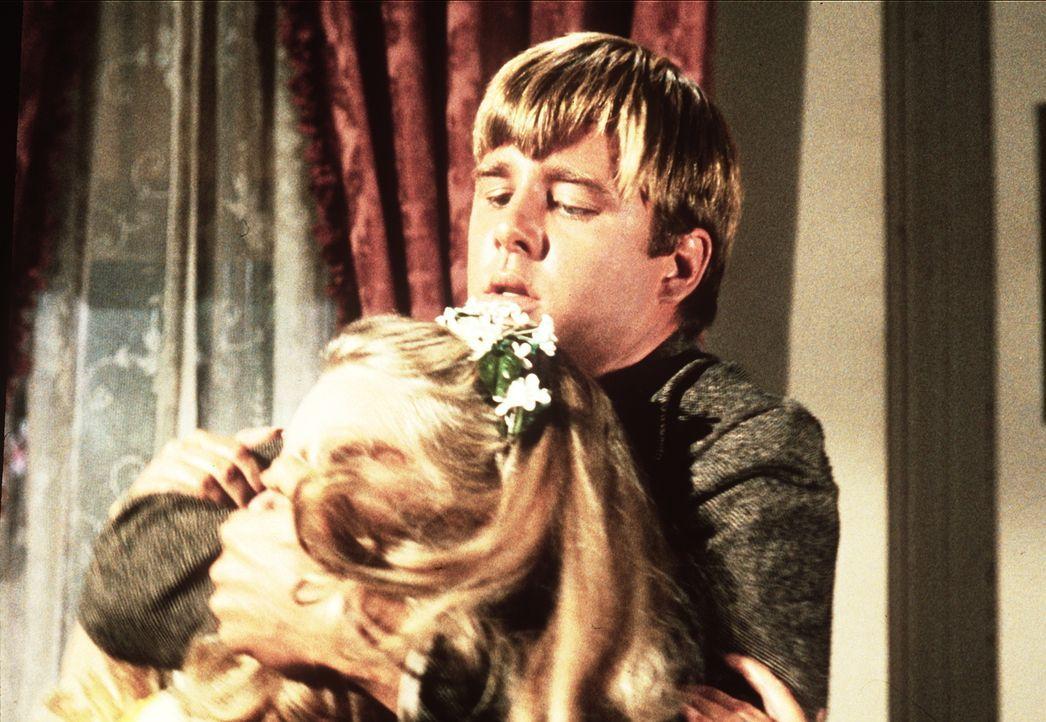 Horace Perkins (Beau Bridges, r.) versucht, Sally Bristol (Shirley Boone, l.) zu einer Aussprache zu zwingen. - Bildquelle: Paramount Pictures