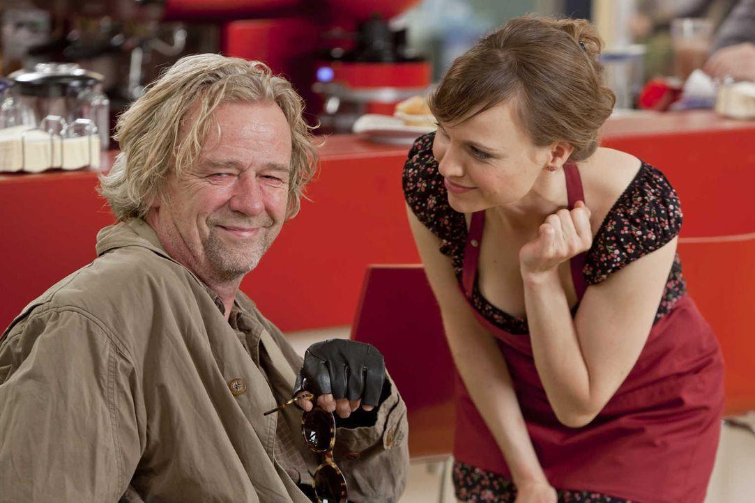 Machen es Danni, nicht immer leicht: Kurt (Axel Siefer, l.) und Bea (Nadja Becker, r.) ... - Bildquelle: Frank Dicks SAT.1