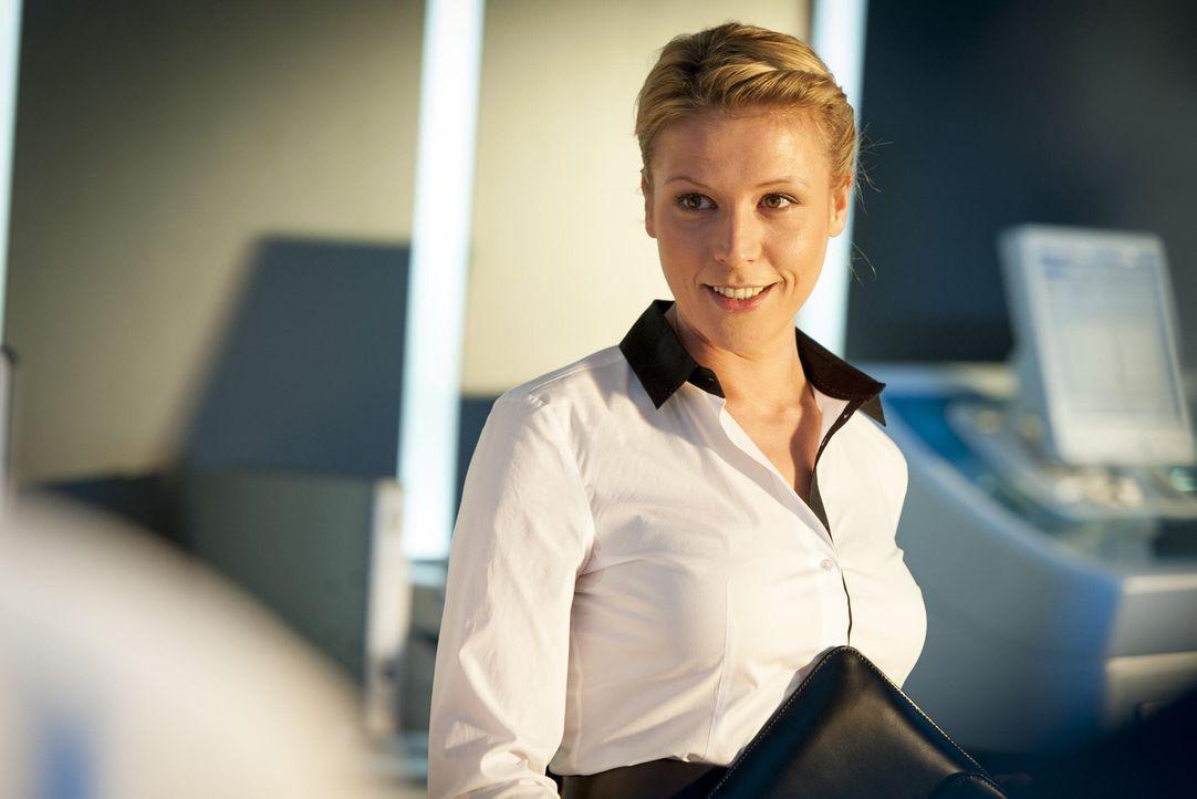 (4. Staffel) - Steffi Averdunk (Franziska Weisz) ist die neue Controllerin im Präsidium und soll nach Einsparungsmöglichkeiten suchen, was ihr natür... - Bildquelle: Martin Rottenkolber SAT. 1 / Martin Rottenkolber
