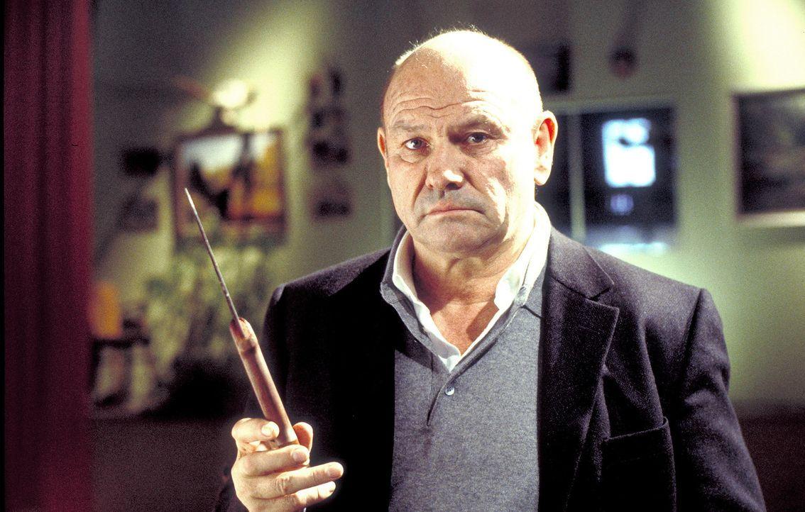 Polizeipsychologe David Bornett (Klaus Löwitsch) befürchtet, den Täter in den eigenen Reihen zu finden ... - Bildquelle: Meier
