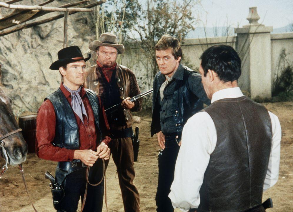 Candy (David Canary, l.) bietet sich den Farrells als Bodyguard an. - Bildquelle: Paramount Pictures