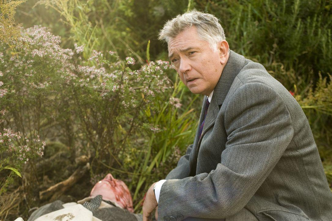 Der 75-jährige Alfred Peachment wird erschlagen im Garten seines herrschaftlichen Anwesens Harrison House aufgefunden, das angeblich verkauft werden... - Bildquelle: ALL3MEDIA & Company Pictures