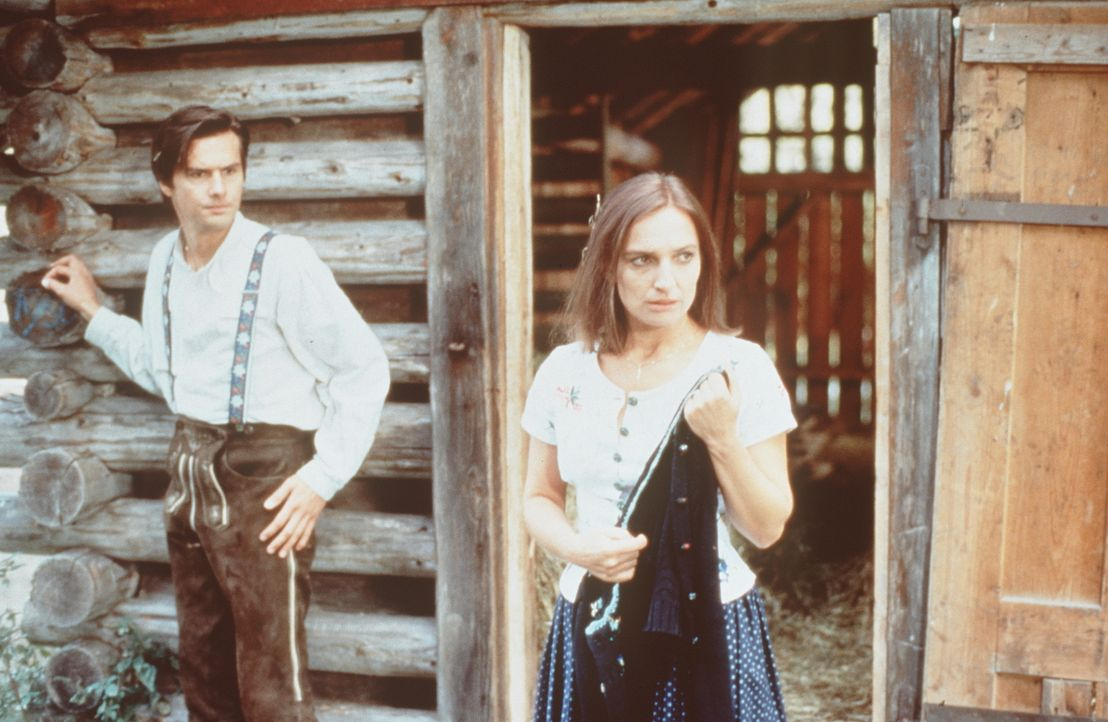 Florian (Franz Tscherne, l.); Sybille Martin (Evelyn Plank, r.) - Bildquelle: Beta Film GmbH
