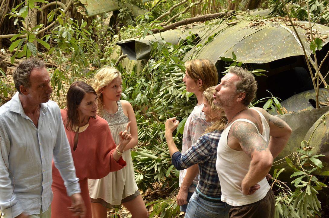 Schon bald eskaliert die Situation zwischen den Familien, es wird erbittert um alles gestritten und dann wird sogar die Insel in zwei Lager geteilt.... - Bildquelle: Amaury Bouchet SAT.1