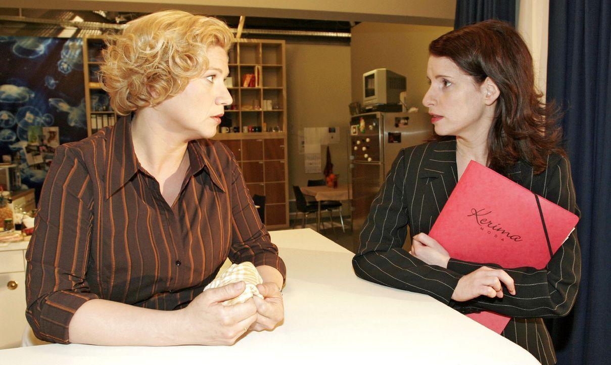 Agnes (Susanne Szell, l.) tut Inka (Stefanie Höner, r.) mal wieder einen Gefallen - doch ob diese es ihr dankt? - Bildquelle: Noreen Flynn Sat.1