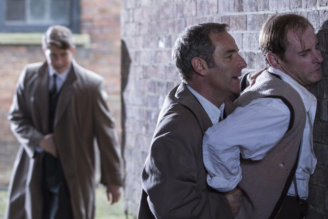 Geordie Keating (Robson Green, l.); Eddie Jones (Matthew Jure, r.) - Bildquelle: Colin Hutton LOVELY DAY PRODUCTION / ITV / Colin Hutton