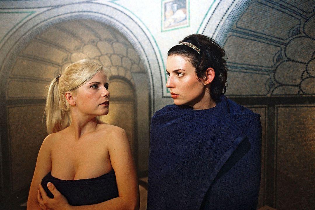 Annabelle (Elena Uhlig, r.) und Yvonne (Michaela Schaffrath, l.) können sich nicht ausstehen ... - Bildquelle: Gordon Mühle Sat.1