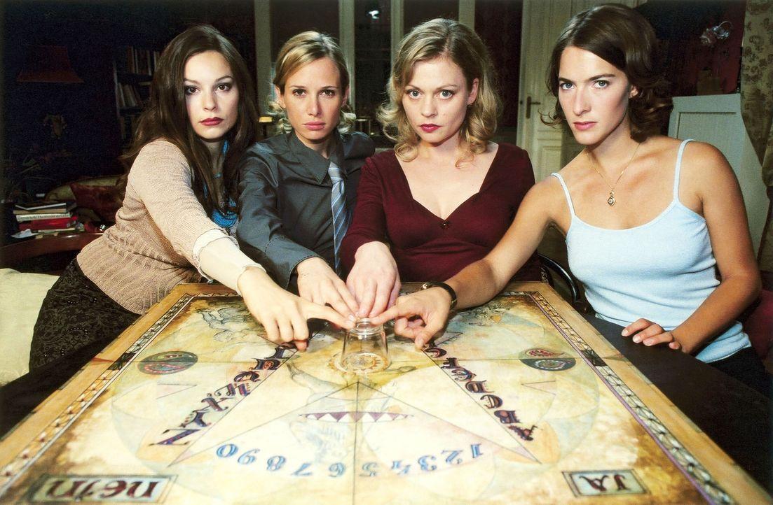 Als die vier Freundinnen Pia (Susanna Simon, 2.v.r.), Susanne (Margrit Sartorius, r.), Jasmin (Mina Tander, l.) und Christine (Nadeshda Brennicke, 2... - Bildquelle: Volker Rohloff ProSieben