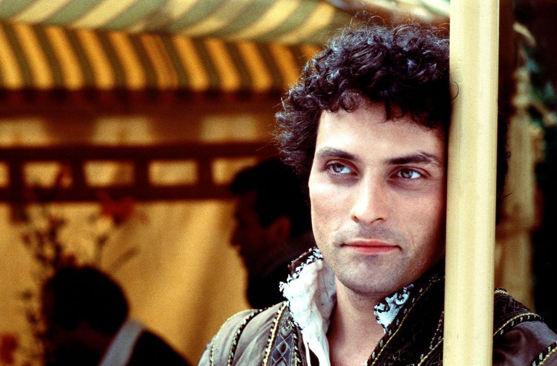 Der reiche und angesehene Adelige Marco Venier (Rufus Sewell) verliebt sich in die Kurtisane Veronica ... - Bildquelle: Warner Bros.