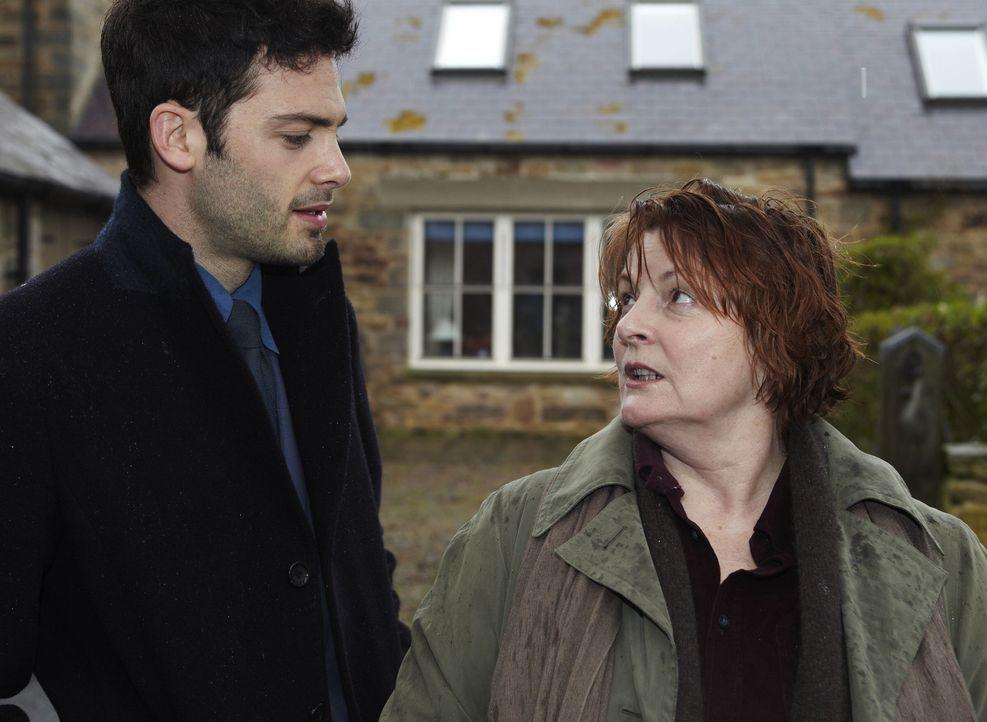 Joe Ashworth (David Leon, l.); Vera Stanhope (Brenda Blethyn, r.) - Bildquelle: Helen Turton ITV Studios / Helen Turton