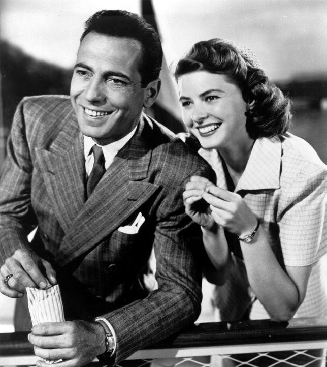 In Europa tobt der Zweite Weltkrieg und Ilsa (Ingrid Bergman, r.) und Rick (Humphrey Bogart, l.) mussten sich drei Jahre zuvor in Paris trennen, ohn... - Bildquelle: Warner Bros. Television