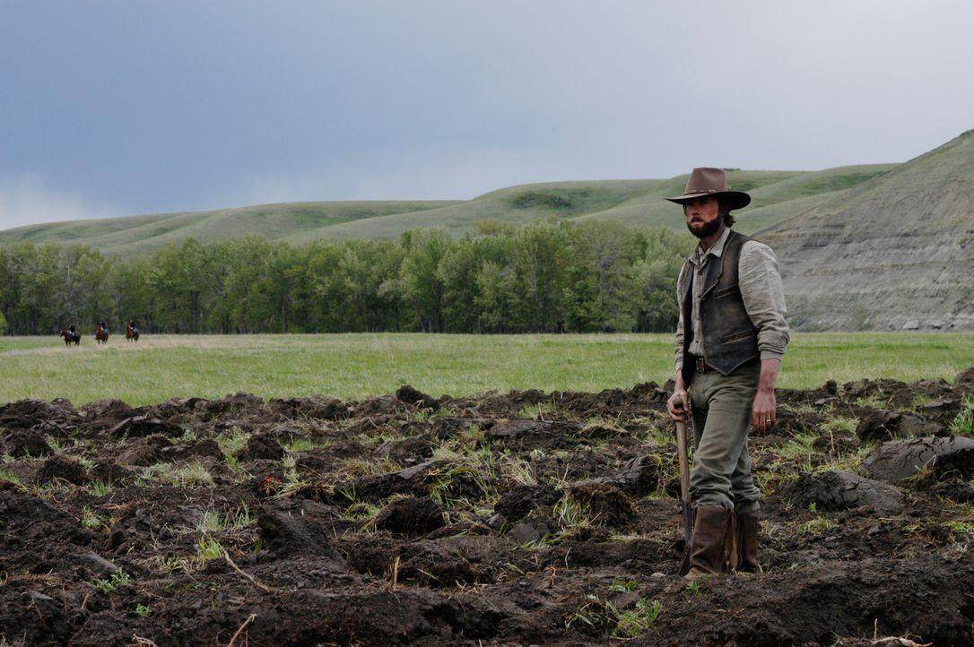 Auf dem Feld muss Charles Ingalls (Cameron Bancroft) feststellen. dass sich die Vorräte dem Ende zuneigen ... - Bildquelle: ABC, Inc.