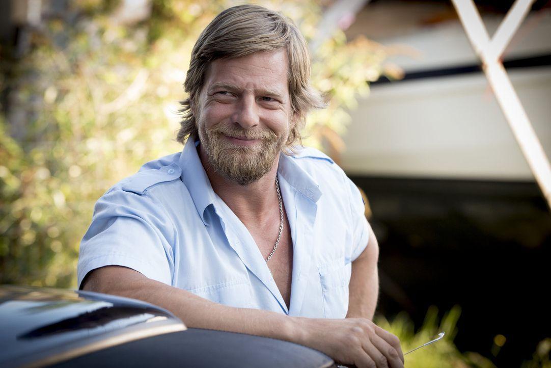 (4. Staffel) - Nachdem sich Mick (Henning Baum) monatelang in den Wäldern rund um Essen versteckt hat, muss er einsehen, dass es für ihn nur eine Mö... - Bildquelle: Martin Rottenkolber SAT. 1