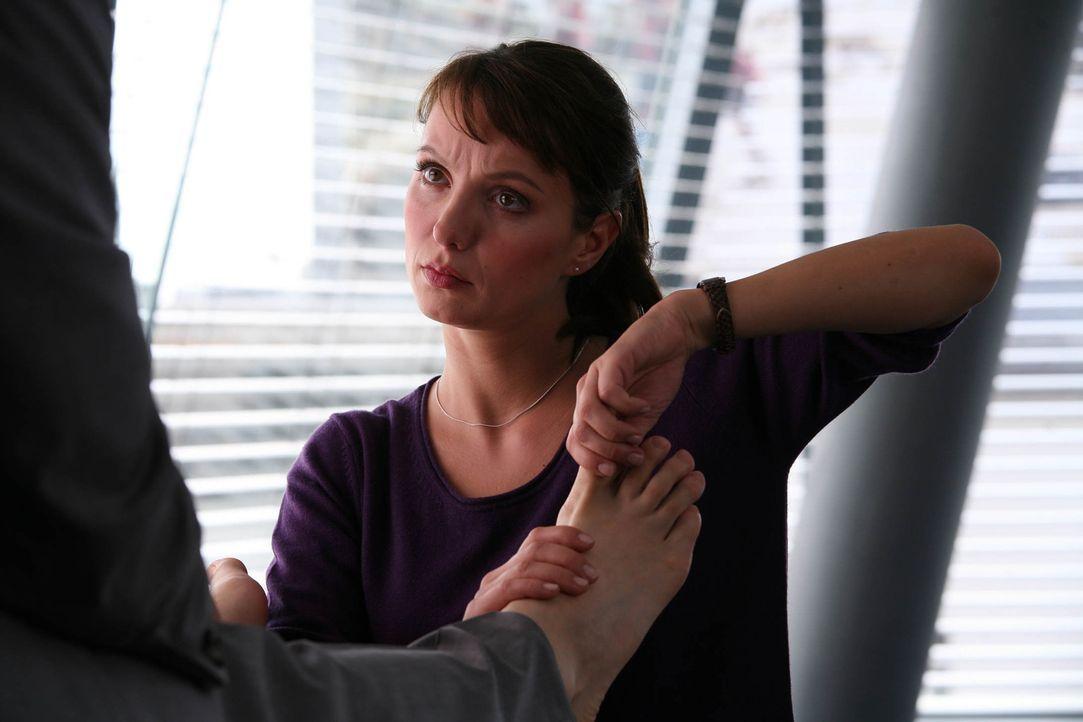 Erst überaus erfolgreiche Anwältin, dann Putzfrau, dann Masseurin: Maja (Julia Koschitz) ... - Bildquelle: Volker Roloff ProSieben