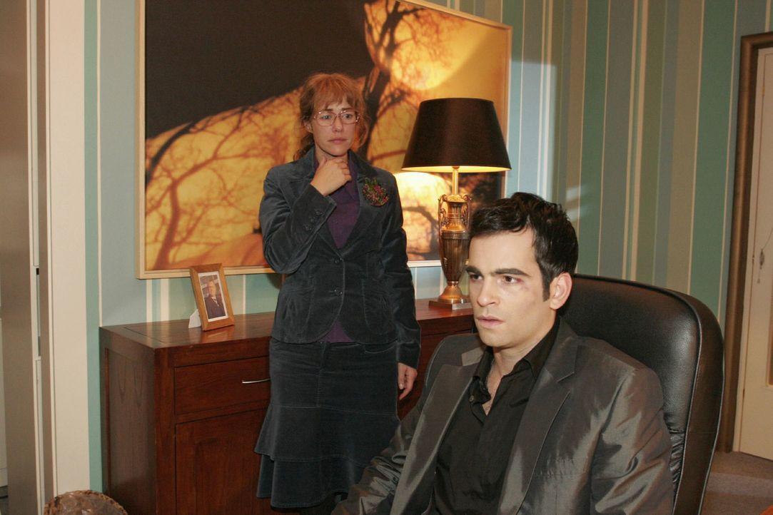 Aus lauter Angst, David (Mathis Künzler, r.) zu verlieren, gesteht Lisa (Alexandra Neldel, l.) ihm plötzlich ihre Liebe. (Dieses Foto von Alexandra... - Bildquelle: Noreen Flynn Sat.1