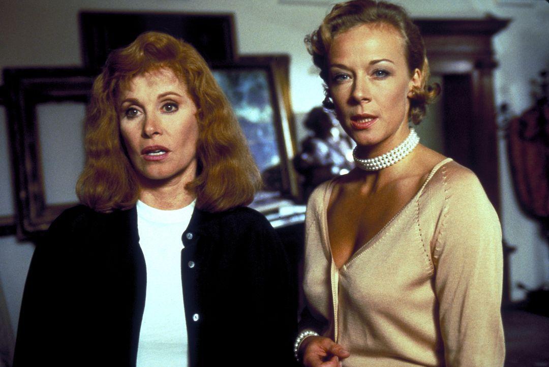 Jennifer Hart (Stefanie Powers, l.) wird gekidnappt und in das Schloss von Karl von Ostenberg verschleppt. Dort erfährt Jennifer von dem mörderische... - Bildquelle: Columbia Pictures