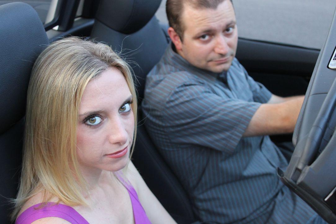 Als ihr Ex-Freund Mike (r.) sie wieder zurück haben möchte, ahnt Dawn (l.) noch nicht, dass ihre Ablehnung weitreichende Folgen haben wird ... - Bildquelle: Atlas Media Corp.