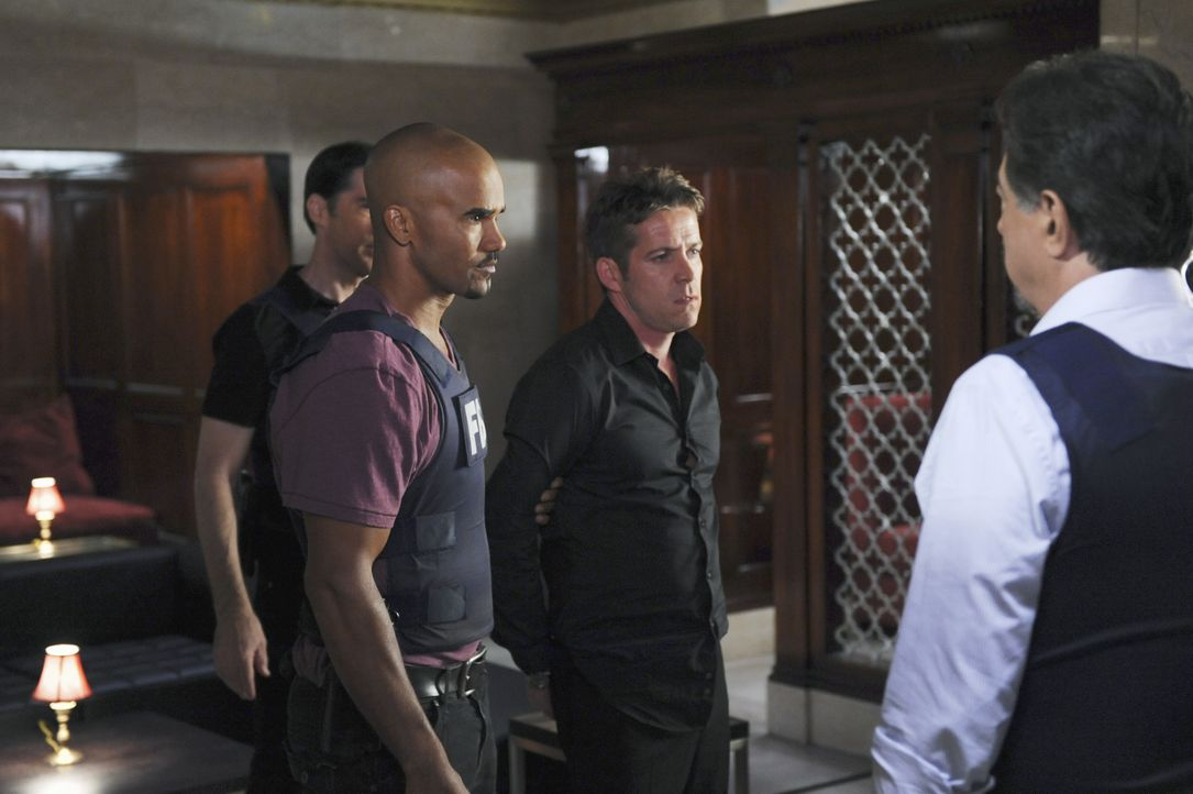 Haben Hotch (Thomas Gibson, l.), Morgan (Shemar Moore, 2.v.r.) und Rossi (Joe Mantegna, r.) in Thane Parks (Sean Maguire, 2.v.r.) den gesuchten Mörd... - Bildquelle: Richard Foreman 2013 American Broadcasting Companies, Inc. All rights reserved. / Richard Foreman