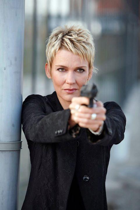 Kommissarin Alexandra Rietz blickt der Gefahr furchtlos ins Auge ... - Bildquelle: Holger Rauner Sat.1