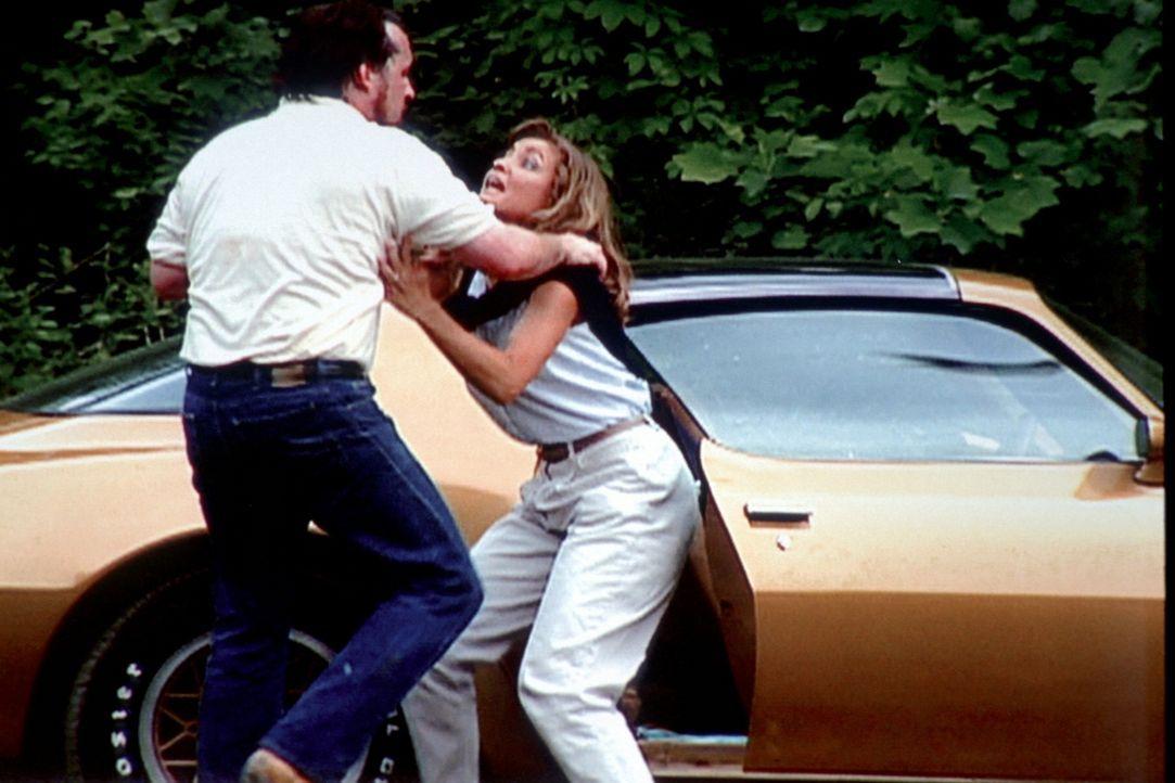 1984 geht in Miami ein brutaler Serienmörder um. Christopher Wilder (l.) gibt sich als Modefotograf aus, um junge Frauen, die auf den großen Durchbr... - Bildquelle: Randy Jacobson New Dominion Pictures, LLC