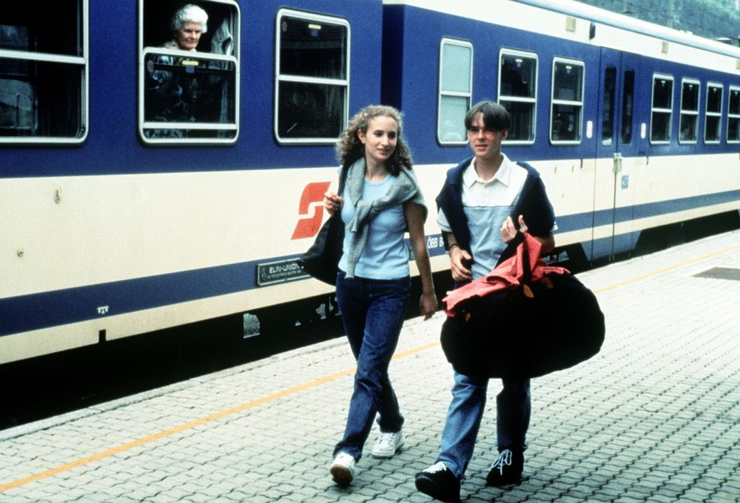 Lara Fleckhaus (Alexandra Schiffer, l.); Maxl Burgner (Manuel Guggenberger, r.) - Bildquelle: Beta Film GmbH